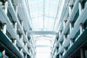 batiment bureaux moderne en verre